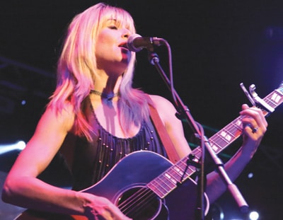 Nikki Sparks entertains at Big Bear Chili Cookoff