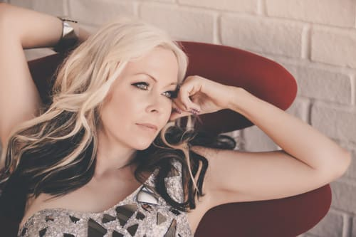Cave Big Bear hosts Terri Nunn