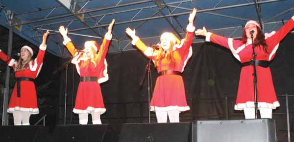Big Bear Village Christmas.Marvelettes Santa Ring In Holidays At Christmas In Village